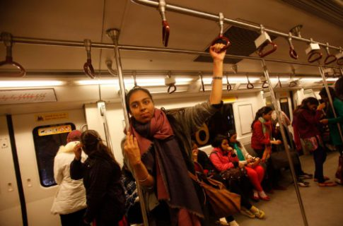 الهند تحمي النساء من الجرائم بتوفير مواصلات عامة مجانية