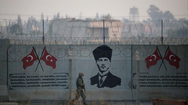 جندي تركي قرب الحدود التركية السورية