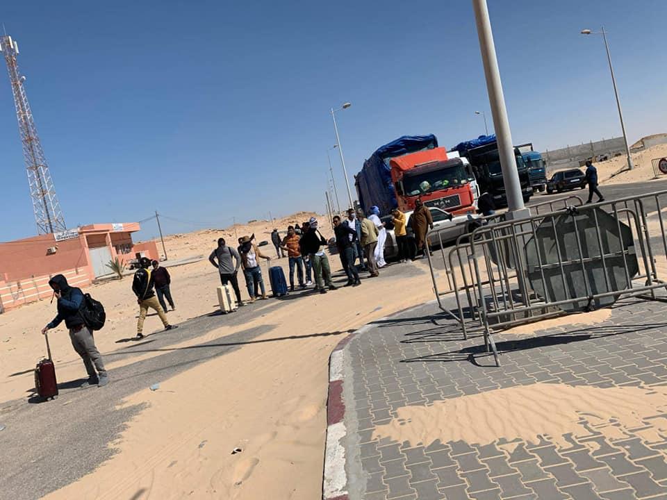 طلاب موريتانيون عالقون على الحدود المغربية الموريتانية (صور)