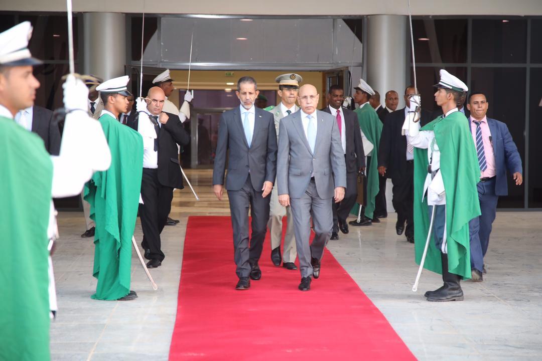 وزيران وقائد أركان الجيوش يرافقون رئيس الجمهورية إلى فرنسا (أسماء)