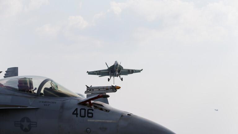 """مقاتلات أمريكية على حاملة الطائرات """"يو أس أس لنكولن"""""""