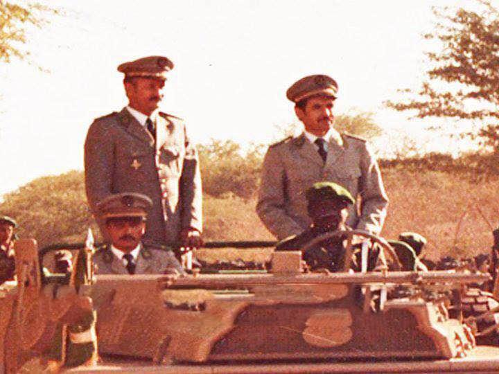 مشهد عسكري نادر يجمع رباعي من أكثر الضباط إثارة للجدل!
