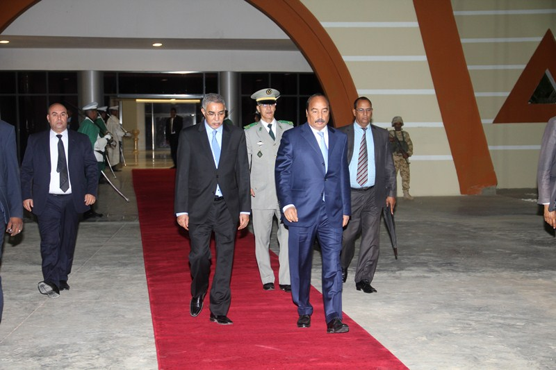 ولد عبد العزيز يصحب وزيرين وعدد من المعاونيين إلى عمان