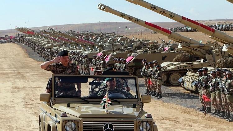 العاهل الأردني الملك عبدالله الثاني يحضر عرضا عسكريا للجيش