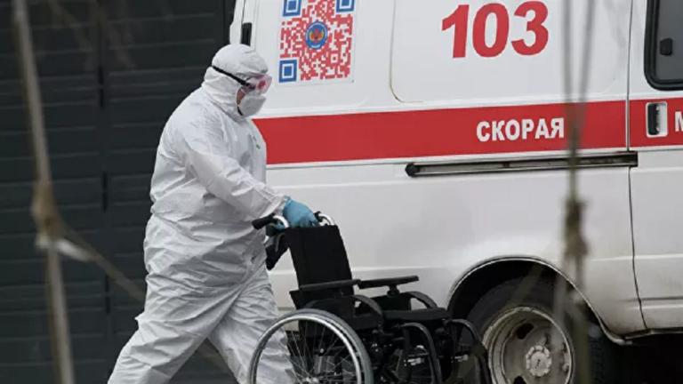 علماء يعدلون توقعاتهم حول نهاية وباء كورونا ويحذرون من مخاطر التفاؤل