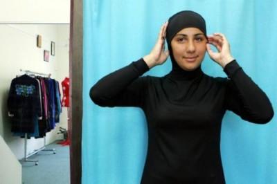 المجلس الإسلامي يبحث مع الحكومة الفرنسية حظر لباس البحر الاسلامي