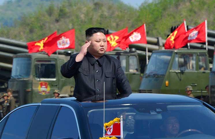 """كوريا الشمالية تطلق صاروخا عابرا للقارات وواشنطن وسيول تدرسان """"خيارات رد عسكري"""""""