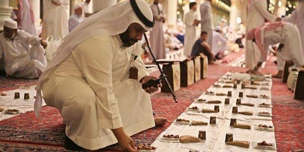 السعودية تلغي خدمة الإفطار في المسجد النبوي خلال رمضان