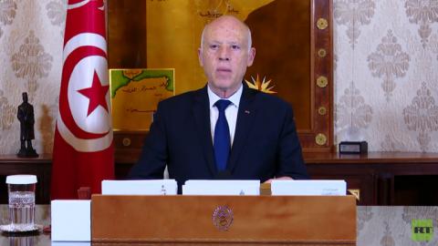 الرئيس التونسي يعلن حظر التجوال ليلا ويتبرع بنصف راتبه