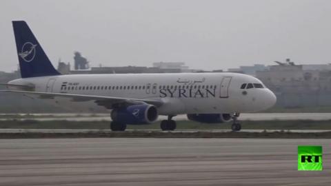 استقبال حافل لأول طائرة ركاب تصل مطار حلب منذ 2011