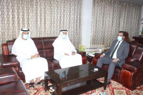 وزير الشؤون الإسلامية أثناء لقائه بالسفير الإماراتي