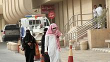 مواطن يرتدي قناعا واقيا من كورونا في السعودية